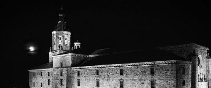 Monasterio de Yuso durante la noche